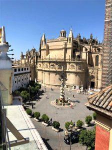 På en rejse til Sevilla i Spanien bør du se byens katedral