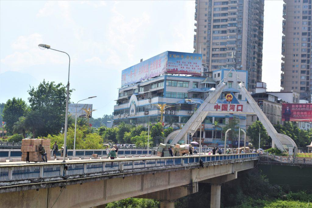 På en rejse til Vietnam ser du Lao Cai tæt på Kina