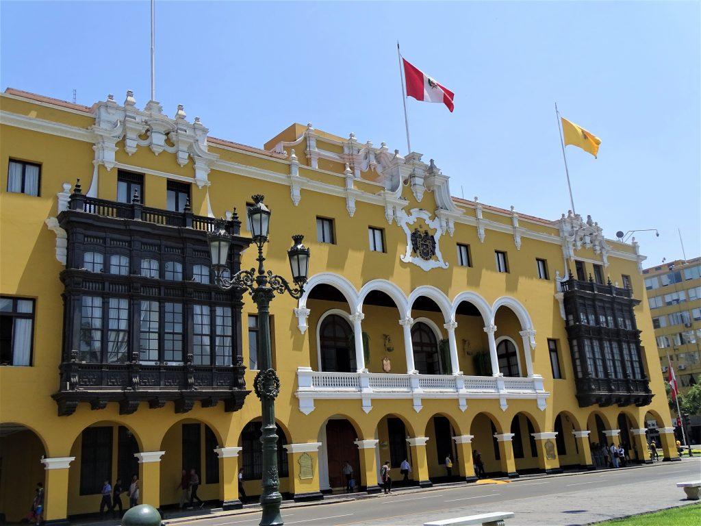 På rejser til Peru ser du flotte bygninger i Lima