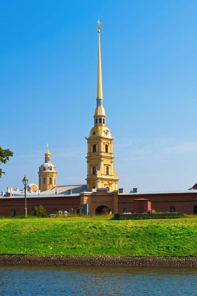 På en rejse til Sankt Petersborg skal du se Peter-Paul-katedralen