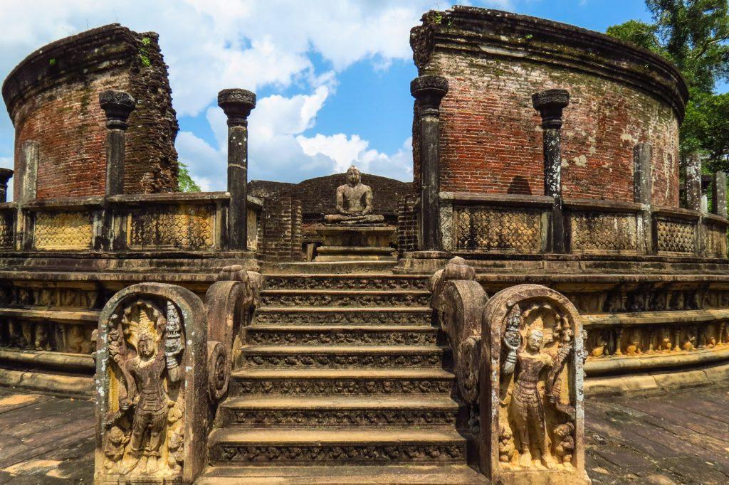 På en rejse til Sri Lanka ser I ruinerne ved Polonnaruwa