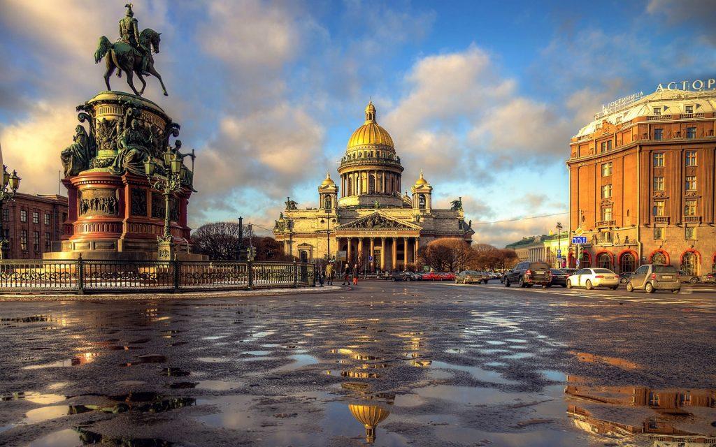 På en rejse til Sankt Petersborg skal du se Isaak-katedralen