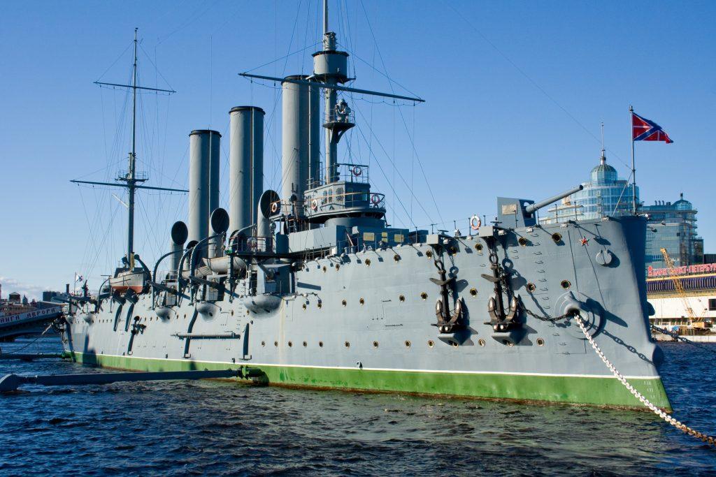 På en rejse til Sankt Petersborg skal du se krigsskibet Aurora