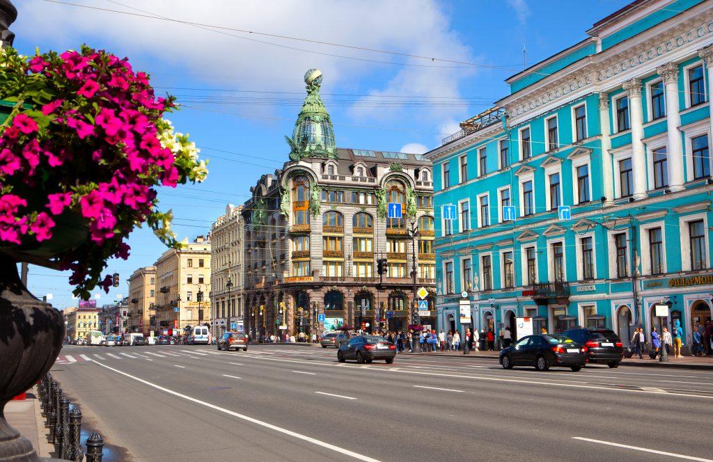 På en rejse til Sankt Petersborg skal du se gaden Nevskij-prospektet