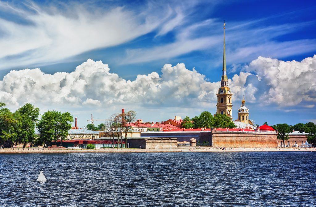 På en rejse til Sankt Petersborg skal du se Peter-Paul-fæstningen