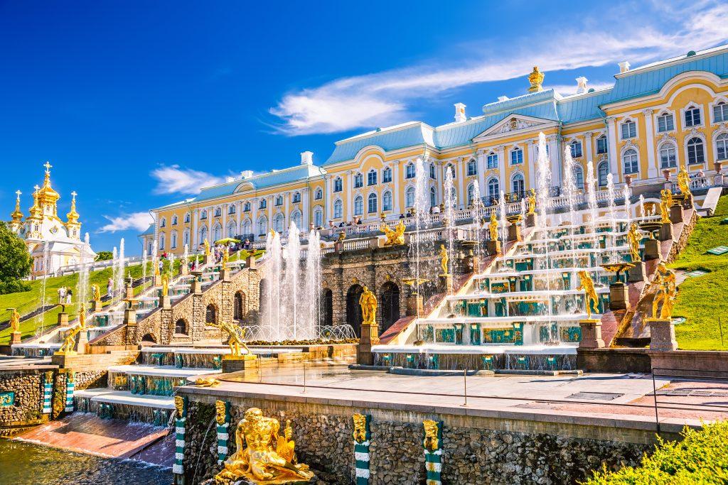 På en rejse til Sankt Petersborg skal du se Peterhof