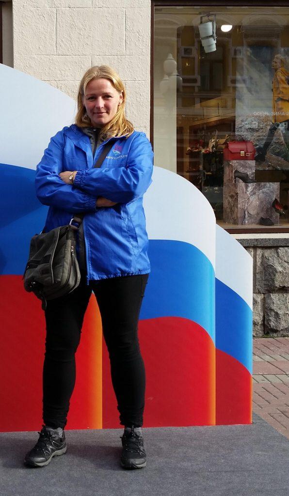 Elin-Sneve-i-blå-jakke