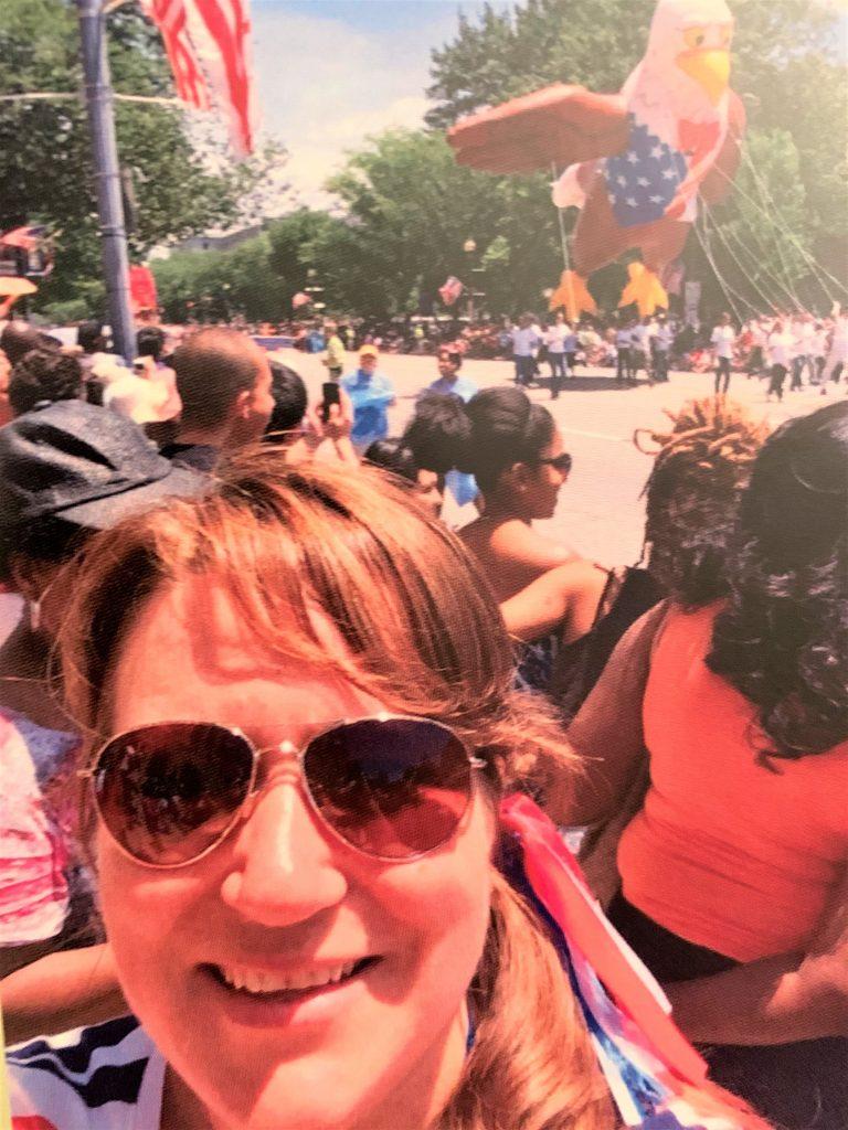 Pia Holst ved parade i USA