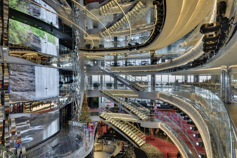 Atrium på krydstogtskib med flere etager